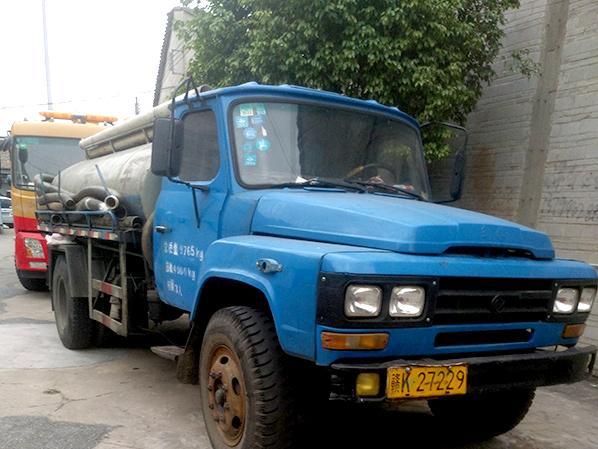 洁强清疏机械:6吨尖头吸污车